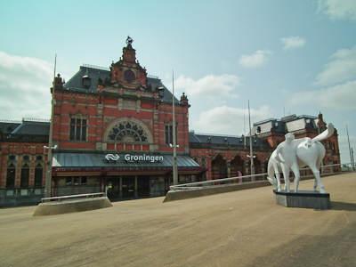 Standbeeld Peerd van Ome Loeks voor station Groningen